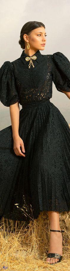 Elie Saab, Pretty Dresses, Beautiful Dresses, Lace Tops, Fashion 2020, Playing Dress Up, Fashion Dresses, Runway, Prom