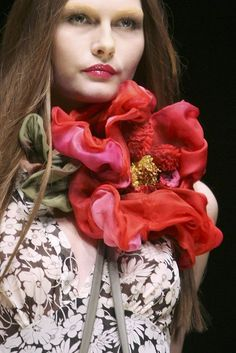 ❀ Flower Maiden Fantasy ❀ beautiful photography of women and flowers - Couture Details, Fashion Details, Love Fashion, High Fashion, Boho Chic, Hippy Chic, Silk Flowers, Fabric Flowers, Poppy Flowers