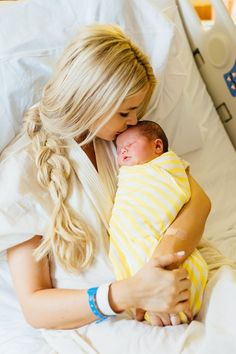 Amber Fillerup hospital shoot with Rosie by Stephanie Sunderland Photography. Hospital new born photography. New York City Family photographer. Baby Hospital Pictures, Newborn Pictures, Baby Pictures, Baby Photos, Hospital Newborn Photos, Hospital Bed, Delivery Pictures, Delivery Room Photos, Newborn Photography Poses