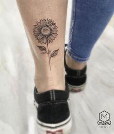 Ankle Tattoos, Top Tattoos, Mini Tattoos, Body Art Tattoos, Small Tattoos, Tattoo On, Sunflower Tattoo Simple, Sunflower Tattoos, Piercing Tattoo