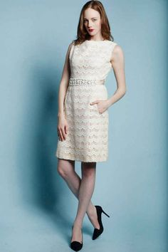 The way the scalloped lace has a vintage 1960s feel.