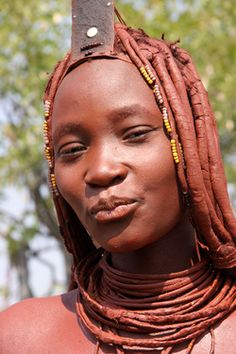 The Himba of Namibia and Angola are an early people of Africa, migrating from the northeast like most groups around Africa. African Tribes, African Women, African Braids, Himba Girl, Himba People, Ideal Beauty, Tribal People, Tribal Women, Art Africain