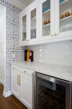 White cabinets, brass nobs, and marble kitchen countertops: http://www.stylemepretty.com/living/2016/09/16/see-how-a-party-stylist-translates-her-cool-girl-style-into-her-la-home/ Photography: Amy Bartlam - http://www.amybartlam.com/