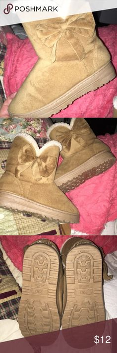 Women's Sport Boots 👢♥️.  Very nice.  Size 5-6 The Size on the bottom says 35-36.  That converts to a size 5.-6.  They are warm and comfy..... very nice !!  👍 SPORT Shoes Ankle Boots & Booties