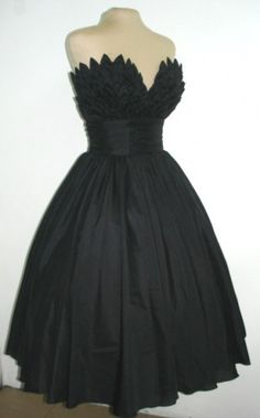 Totally want this dress!!! Made by a London dressmaker 'Elegance 50' on artfire.com