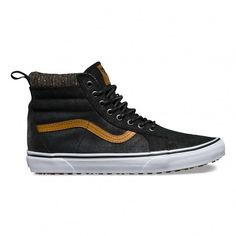 The Sk8-Hi MTE revamps the legendary Vans high top with additions designed for the elements. Premium Scotchgard™-treated leather and suede uppers, warm fleece linings, and a heat retention layer between sockliner and outsole keep feet warm and dry whil