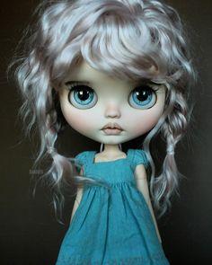 Hiraku @puppelina_  eyechips #suedolls #blytheooak #blythe #suedollsreroots #honeybeemint dress