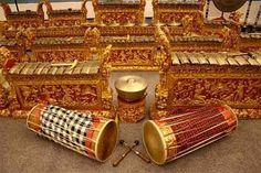 Gamelan are Indonesian traditional music instruments. They are used in shadow puppet performances and are very sacred especially in Java, where Gamelan used to only be owned by the royal family and chief of villages. Bali Honeymoon, Honeymoon Island, Dutch East Indies, Borobudur, Javanese, Sound Of Music, Music Music, World Music, Instrumental