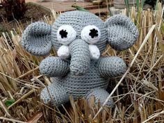Bruno ist ein aus Merino-Wollgemisch gehäkelter Elefant in den Farben hellgrau und weiß. Amigurumi werden sehr fest gehäkelt und haben dadurch eine sehr gute Standfestigkeit.  Gefüttert ist Bruno mit Füllwatte und ist kuschelig weich. Bruno kann gekuschelt oder auch einfach nur als Deko aufgestellt werden.