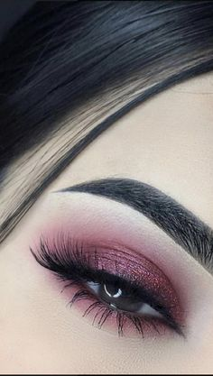 Pin by Sarah on Make up inspo in 2020 Face Paint Makeup, Eye Makeup Art, Hooded Eye Makeup, Day Makeup, Smokey Eye Makeup, Skin Makeup, Makeup Inspo, Eyeshadow Makeup, Makeup Inspiration