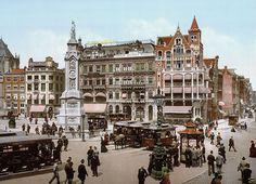 Amsterdam 1898 (en toch al in kleur): De Dam | Deze foto is gemaakt door middel van de zogeheten Photochrom techniek. Dit is een druktechniek waarbij een kleurenafdruk wordt gemaakt van het negatief van een zwart-wit foto. Het geeft meteen een heel ander beeld van de stad die wij nu als moderne stad kennen.