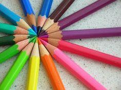 Para os dias sem cores uma bela caixa de lápis cor. Escolha.... Tem muitas cores!