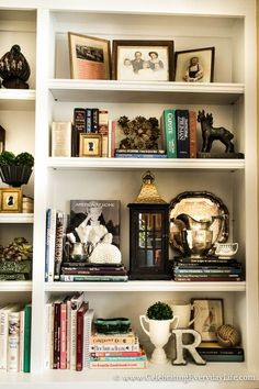 Going against the grain & styling shelves to the max...just make sure to pare down the rest of the room so it isn't overwhelming! Bookshelf Decorating, Bookshelf Ideas, Organizing Bookshelves, Book Shelves, Styling Bookshelves, Bookshelf Design, Built In Bookcase, Bookcase Shelves, Decorating Blogs