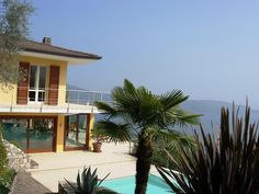 Villas And Apartments to Rent Italy Holidays, Lake Garda, Condo, Places To Visit, Villa, Mansions, House Styles, Home, Memories
