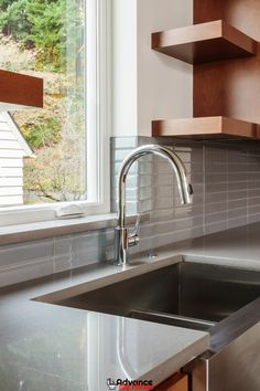 Best Pull Down Kitchen Faucets: Style and Function. Today, we are going to present to you the three best options that you might want to consider when looking for the best pull down faucet for your home. Kitchen Faucet With Sprayer, Kitchen Faucet Reviews, Best Kitchen Faucets, Commercial Faucets, Commercial Kitchen, Best Drain Cleaner, Sink Inspiration, Home Decor Kitchen, Kitchen Ideas