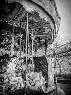 &WOLF – The best collection of wall art for your home Old Carousel in Paris - &WOLF - The best collection of wall art for your home
