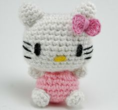 Hello Kitty amigurumi for a friend - this link HAS the pattern