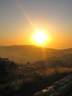 Sunset in the Mountains of Lebanon -  Au Proche-Orient, les levers et les couchers de soleil ont les mêmes nuances dorées. C'est l'équilibre parfait...N.