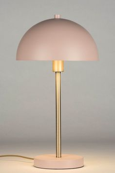 artikel 72982 Elegante #tafellamp uitgevoerd in de kleur oud roze gecombineerd met messing. Deze tafellamp heeft een vormgeving die doet denken aan de #retro stijl. De halve, ronde bol is aan de binnenzijde goudkleurig en sluit daarmee helemaal aan op het trendbeeld van nu. Decor, Retro, My Room, Lamp, Interior Design Inspiration, Modern, Lamp Light, Lights, Retro Lamp