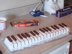 Easy Piano Cake Instructions - Must make for recital pot-luck!