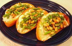 Yummy noshing- Garlic Scape Crostini from A Palatable Pastime. Make Hummus, Fresh Garlic, Best Breakfast, Fruits And Veggies, Fish Recipes, Farmers Market, Fresh Fruit, Italian Recipes, Vegetarian Recipes