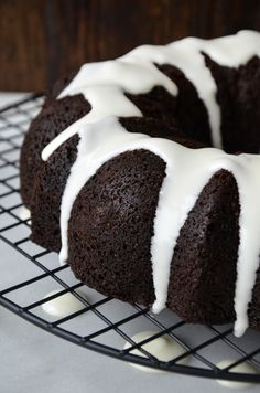 A classic holiday cake gets a kick of cocoa with this easy recipe for Chocolate Gingerbread Bundt Cake loaded with seasonal spice. Baking Recipes, Cake Recipes, Dessert Recipes, Dessert Ideas, Sweet Recipes, Cake Ideas, Bunt Cakes, Cupcake Cakes, Cupcakes