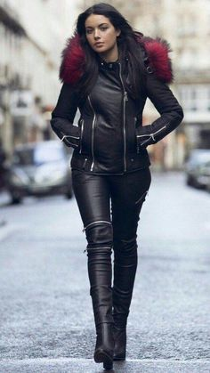 Leather pants and jacket street style 💋 The theme here is BOOTS, all kinds of boots, boots themselves, people wearing boots, boots in art. Fashion Moda, Fur Fashion, Leather Fashion, Look Fashion, Womens Fashion, Fashion Trends, Fashion Pants, Leather Trousers, Leather Boots
