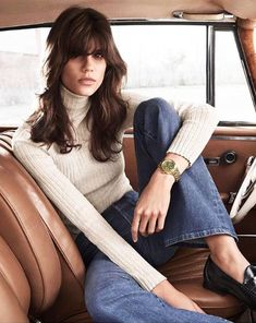 The Tory: The epitome of tomboy chic — a classic, sporty style with a round case and a bold bracelet Tory Burch Watches 70s Fashion, Autumn Fashion, Vintage Fashion, Fashion Trends, Swag Fashion, Fashion Outfits, Retro Mode, Mode Vintage, Simple Style