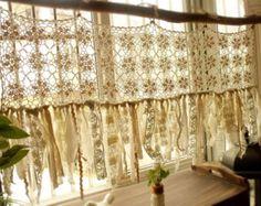 Vintage Hippie Valance - traitements de fenêtre Boho fait main au Crochet Rideau pompon Rag Gypsy Chic de Shabby crème