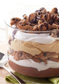 Try our take on PB and chocolate in this Peanut Butter-Chocolate Trifle! There's nothing trifling about this tasty Peanut Butter-Chocolate Trifle dessert. Chocolate Trifle Desserts, Chocolate Pudding, Köstliche Desserts, Chocolate Peanut Butter, Delicious Desserts, Dessert Recipes, Yummy Food, Chocolate Chocolate, Brownie Trifle