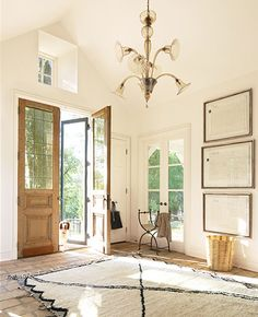 benjamin moore white with pink undertones - Google Search Off White Paint Colors, Best White Paint, Off White Paints, White Living Room Paint, White Wall Bedroom, White Walls, Blanc Benjamin Moore, Benjamin Moore Linen White, White House Interior