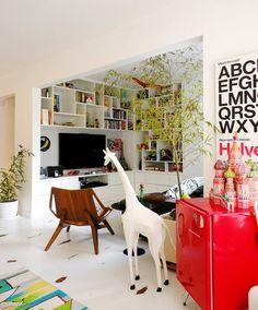 Frigobar no décor! Confira: http://casadevalentina.com.br/blog/detalhes/frigobar-no-decor-2943 #decor #decoracao #interior #design #casa #home #house #idea #ideia #detalhes #details #style #estilo #casadevalentina #livingroom #saladeestar