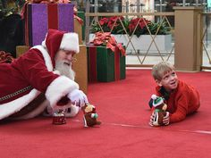 """Kind Mall Santa Gets on the Floor for Boy with #Autism"" #InclusiveHolidays #holidays"