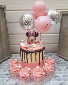 Minni Mouse Cake, Minnie Mouse Birthday Cakes, Baby Birthday Cakes, Baby Girl Cakes, Birthday Bunting, Cake Baby, Bolo Minnie, Minnie Cake, Minnie Mouse Cake Decorations