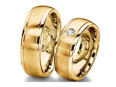 Check out this Furrer Jacot Designer Men's Band in Yellow Gold with a center-set diamond accent!!