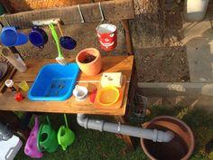 Einfach mit Liebe gemacht ♥: Matschküche für die Kinder Backyard Play, Backyard For Kids, Diy For Kids, Wendy House, Mud Kitchen, Green Rooms, Baby Games, Play Houses, Kids Playing