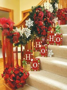 100 Awesome Christmas Stairs Decoration Ideas - DigsDigs xmas ideas home Christmas Stairs, Noel Christmas, Merry Little Christmas, Country Christmas, All Things Christmas, Winter Christmas, Christmas Wreaths, Christmas Crafts, Christmas Ideas