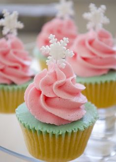 Snowflake cupcake for a winter wedding - mint & pink.