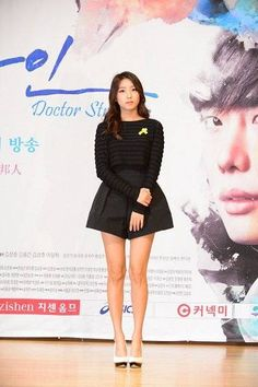 SISTAR's Bora discusses acting for the first time through 'Doctor Stranger' | http://www.allkpop.com/article/2014/04/sistars-bora-discusses-acting-for-the-first-time-through-doctor-stranger