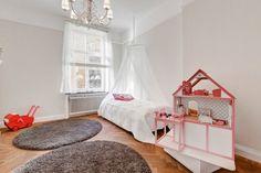 micki-large-dolls-pram-kid-room