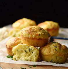 These savoury, super fluffy cauliflower muffins are made using cauliflower rice, a moderate amount of cheese, nutritious kefir and fresh chives. They make a delicious snack, lunchbox idea or savoury veggie breakfast. Cauliflower Muffins, Veggie Muffins, Healthy Muffins, Cauliflower Rice, Breakfast Snacks, Savory Breakfast, Breakfast Recipes, Yummy Snacks, Healthy Snacks
