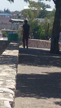Walking right to the exams. 14/04/2014. Erendira Peña A01371177.