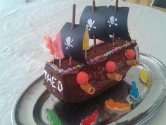 Gâteau pirate Pirate Treasure, Treasure Island, Pirates, Diy For Kids, Birthday Cake, Desserts, Cakes, Dit, Gabriel
