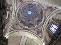 Interior de la cúpula de la Iglesia de Belén de Cajamarca en Perú, contruida por los Betlemitas y tallada en piedra por artesanos cajamarquinos en el siglo XVII, es de estilo barroco, y tenía al lado dos hospitales, uno para hombres 1748 y otro para mujeres 1763 #Cajamarca #Peru #Iglesia