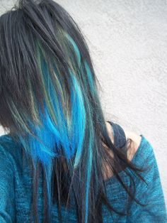 I like her layers, not the random blue color in the middle though.