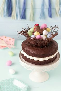 Pie-nest-of-easter-to-chocolate-mud-cake-eggs-candied shared by Ʈђἰʂ Iᵴɲ'ʈ ᙢᶓ Easter Chocolate, Chocolate Cake, Chocolate Cream, Beautiful Cakes, Amazing Cakes, Mud Cake, Easter Cupcakes, Strawberry Desserts, Easter Dinner