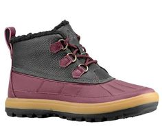 If there is one the Nike ACG Woodside Chukka II doesn't fear, it's bad weather. This boot features a leather upper with a lace-up closure and a comfortable padded tongue. The rigid sole is great for hiking and features internal cushioning for all-day comfort.