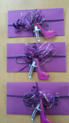 verpackte Gutscheine für ein shoe-tattoo Gift Wrapping, Shoe, Tattoo, Gifts, Gift Cards, Packaging, Paper Wrapping, Presents, Zapatos
