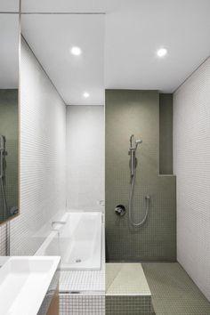 McCulloch Residence von NatureHumaine in Montreal, Kanada Beach House Bathroom, Bathroom Vinyl, Loft Bathroom, Bathroom Pictures, Bathrooms, Bathroom Ideas, Washroom Design, Toilet Design, Bathroom Interior Design