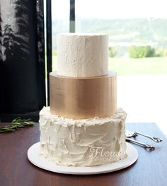 A simple textured ganache cake with a striking hand painted gold tier. Delivered to the breathtaking Summergrove Estate. Cake was caramel mud, and chocolate mud layered with matching ganache.